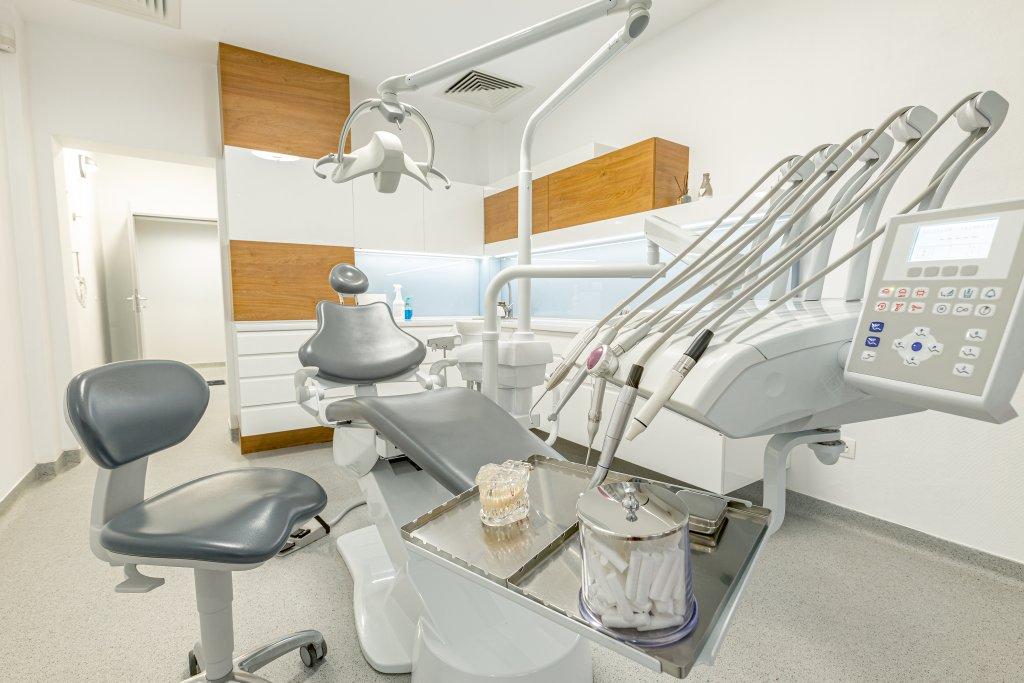 השתלת שיניים בגאורגיה - מרפאת שיניים